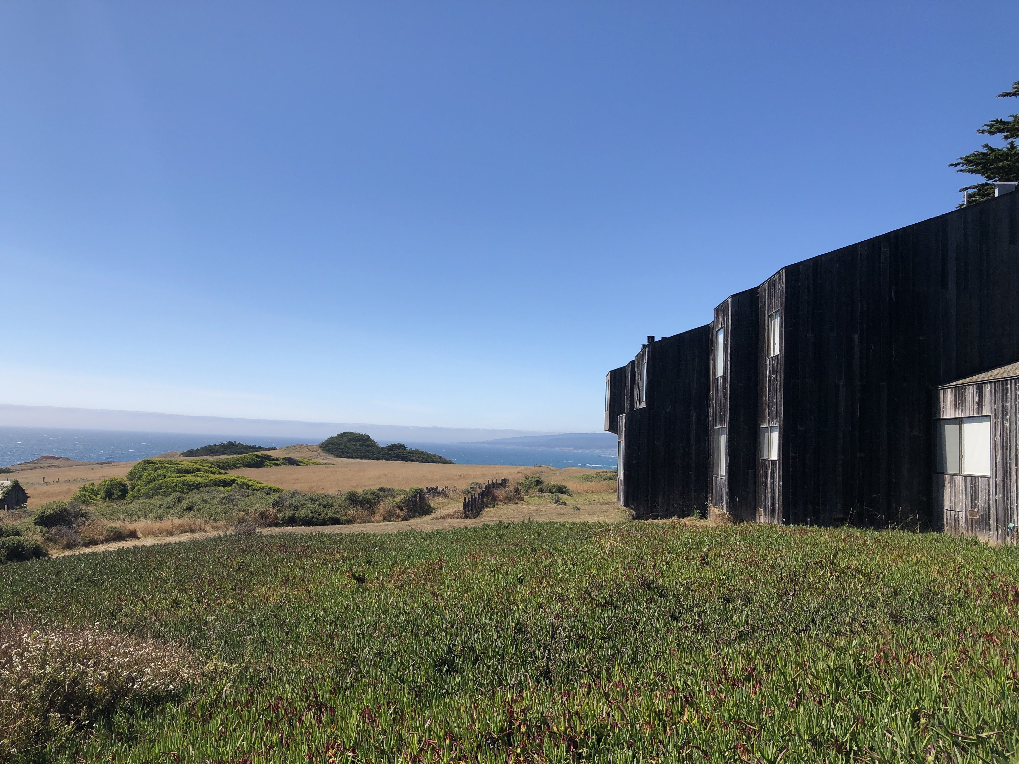 a house in the sea ranch community that overlooks the pacific ocean